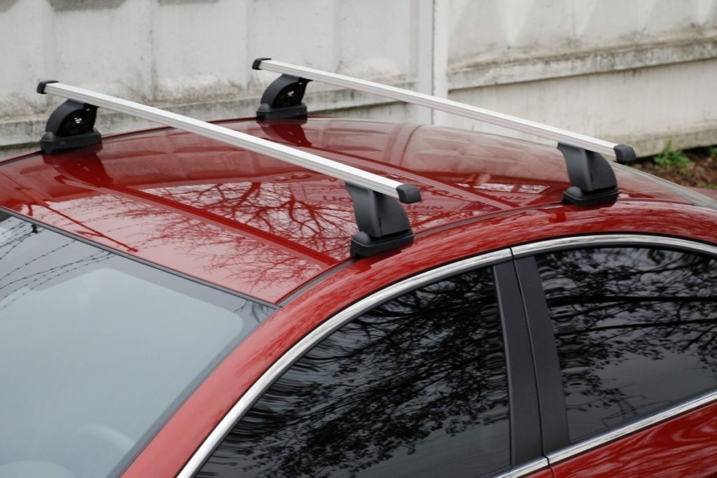 Поперечины на крыше автомобиле
