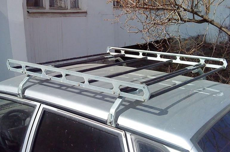 Багажник корзина на крыше автомобиля