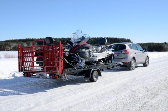 Перевозка снегохода на прицепе